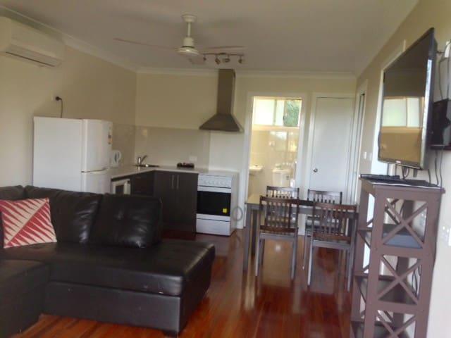 2 Bedroom Family Spa Apartment - Korora - Byt