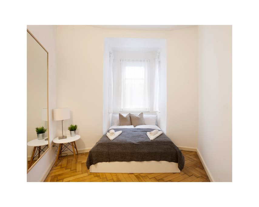 Romantic Bedroom B for 2