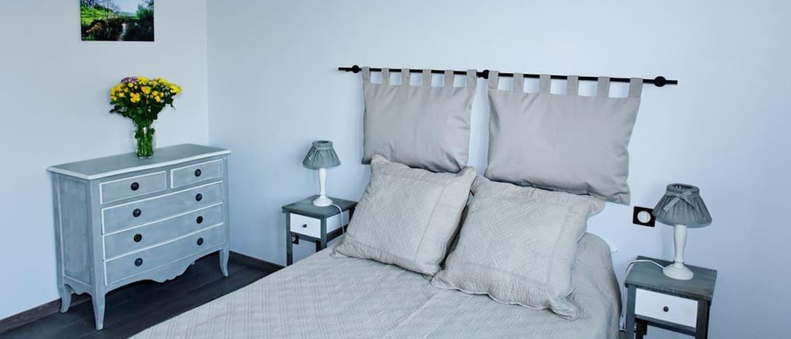Chambre aux Mésanges - Solre-le-Château - Bed & Breakfast