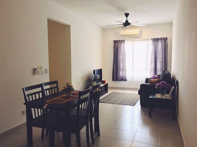 IFERA Homestay @ Setia Alam Apartment