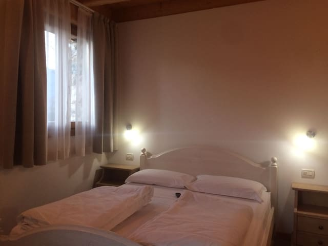 Room Misone, Maso Caiano in the Dolomites - Vigo Lomaso