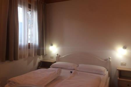 Room Misone, Maso Caiano in the Dolomites - Vigo Lomaso - Bed & Breakfast