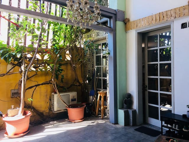 BEAUTIFUL LITTLE HOUSE IN TEL-AVIV-YAFO