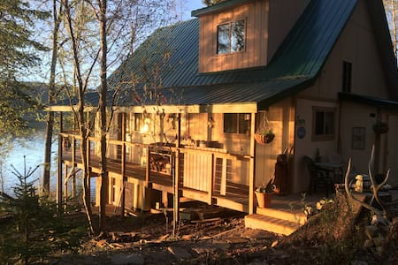 Lakefront, tranquil and comfortable Cabin!