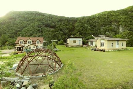 아름다운 낙동강변의 섬, 소목화당(10~30인 60평), 청량산과 도산서원 근거리 - Andong-si - Villa