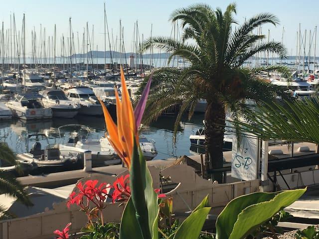 Port hyères 41m2 terrasse 60m2 vue port îles d or