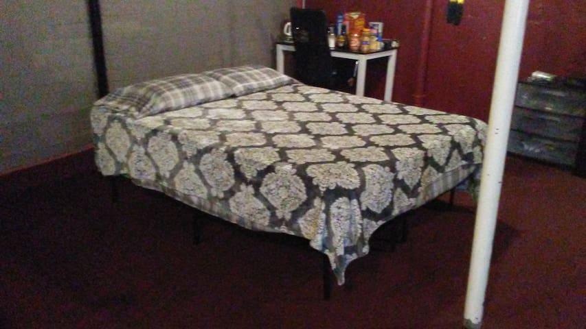 Skinny Vinny's Basement Hostel NF NY Bed #3