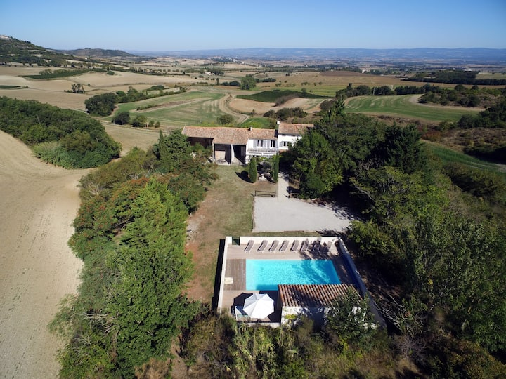Renovated 3 bed farmhouse, privacy, pool & views