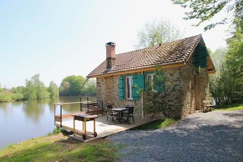 Tilbage til naturen-hytte ved søen til 1-4 :-)