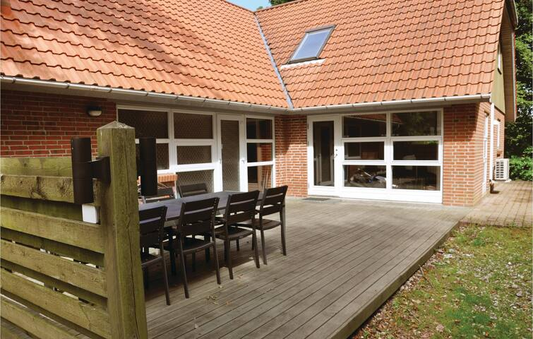 Holiday cottage with 4 bedrooms on 210 m² in Asperup