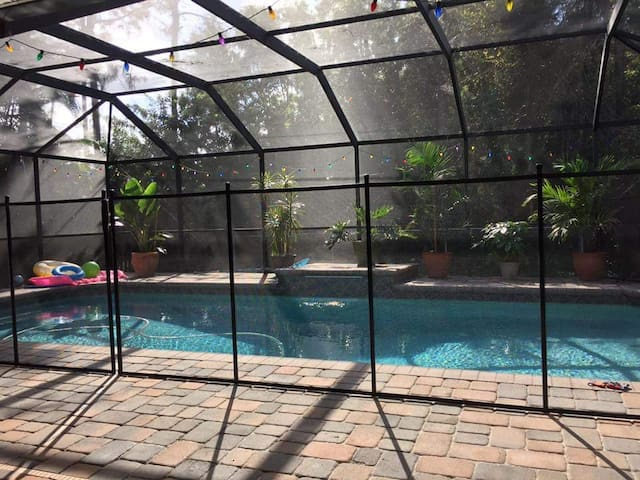 Ft Myers pool home/great location! - Fort Myers - House