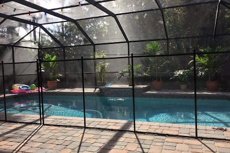 Ft Myers pool home/great location! - Форт-Майерс - Дом