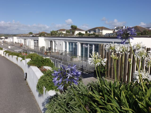 OHANA HOUSE Unbeatable Location : UK's BEST BEACH.