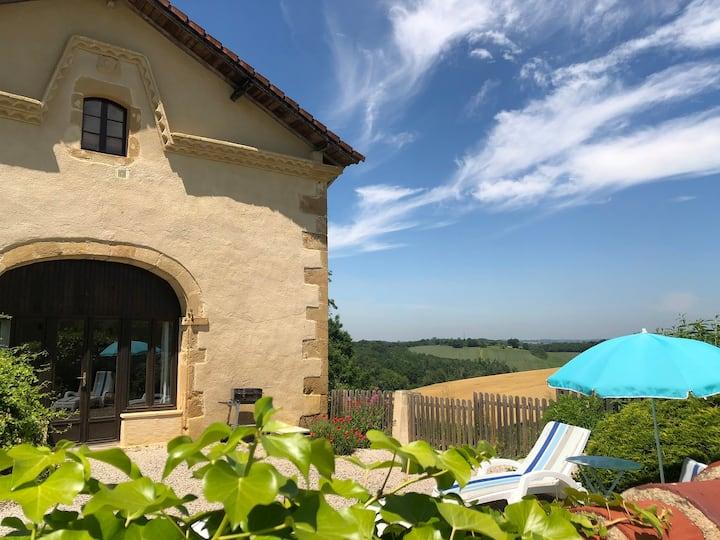 Riviera, logement dans propriété avec piscine