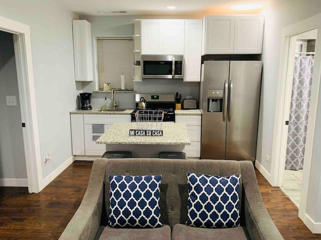 ⭐️Private Modern-2BR/1B-No Extra Charges-Parking!!⭐️
