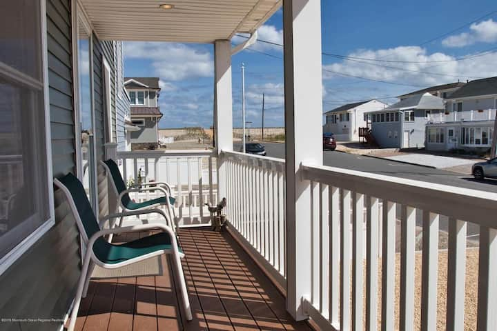 New Luxury Oceanview home in Lavallette! Sleeps 12