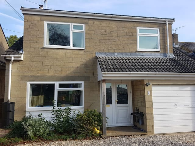 Baby/child friendly family home near town centre