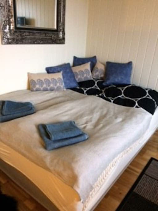 Always clean sheets and towels. Double bed size 200x150