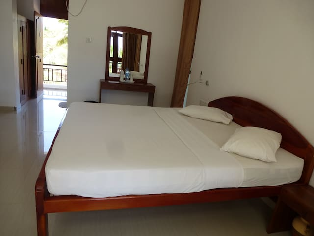 High Park Hotel - Nilaveli - Bed & Breakfast