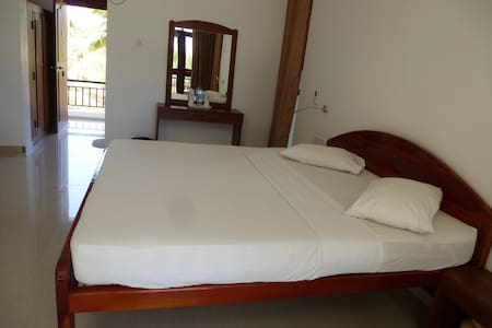 High Park Hotel - Nilaveli - Bed & Breakfast