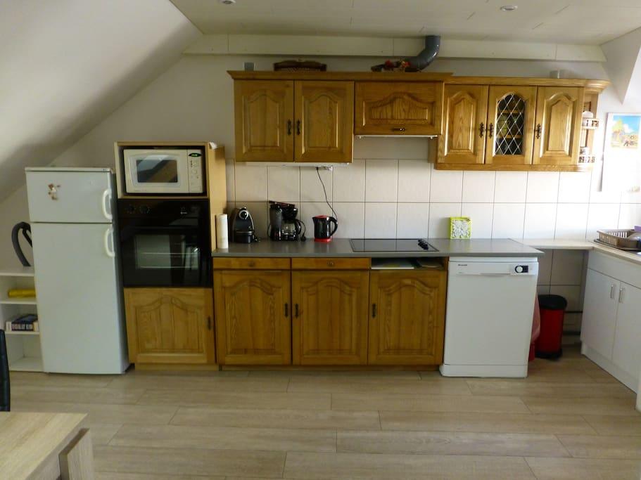 cuisine tout équipée, lave vaisselle, nespresso, micro ondes,four etc....