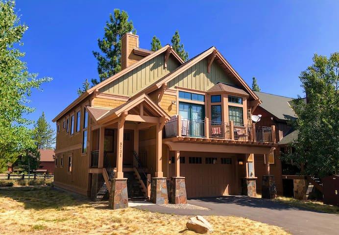 Beautiful Tahoe Family Chalet (3BD, 3BA, 2000sqft)
