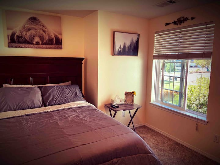 The Alaska Room. A Peaceful Escape. WiFi/Netflix