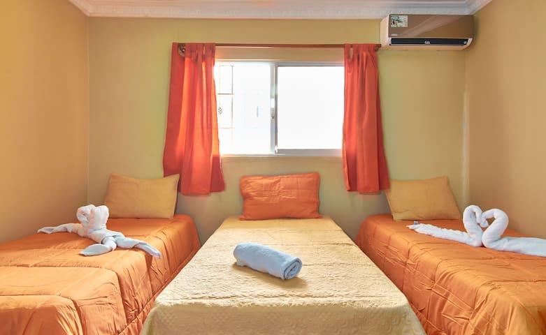 Apartment 3 Single Beds, Wi-Fi, Smart TV & Netflix
