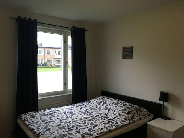 Private room in cozy apartment - Uppsala - Leilighet