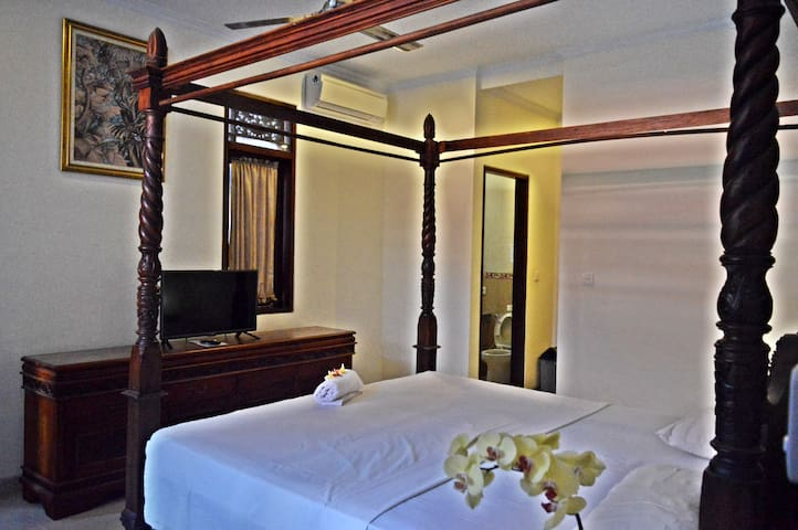 Yulia2 Homestay Sanur Guesthouse 2pax Suite Room
