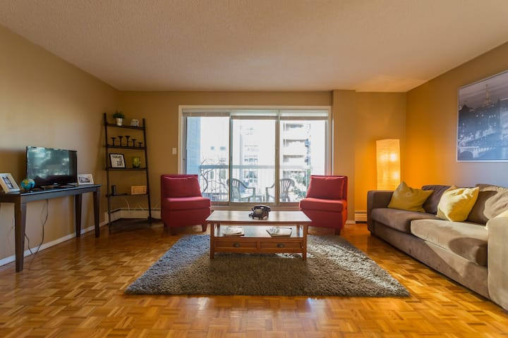 ALL YOURS!!! Large spacious 2 BR near 17th Ave