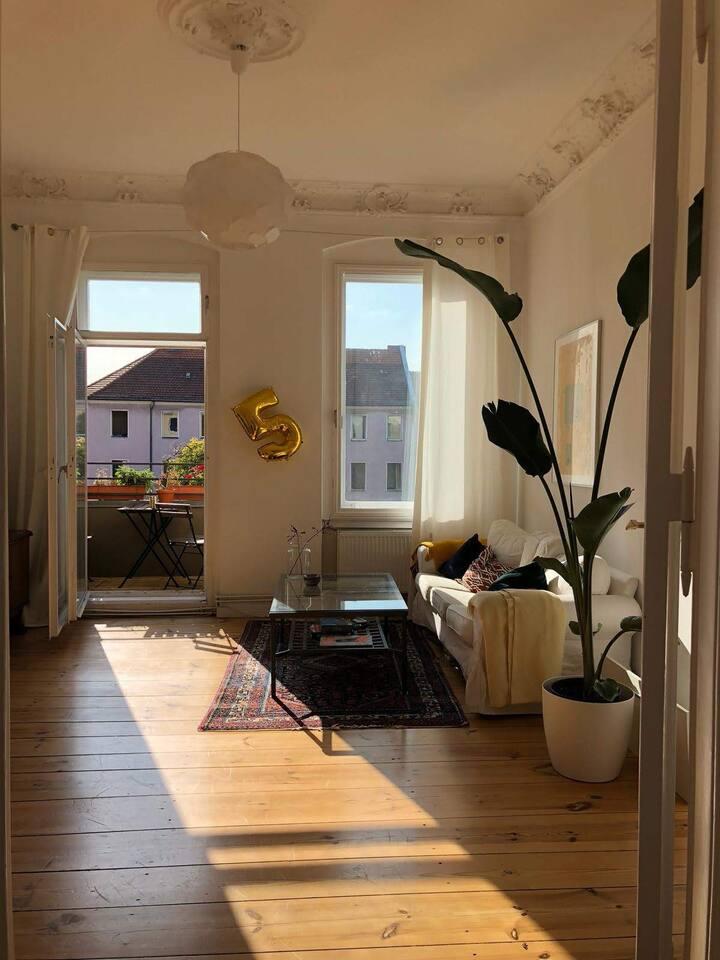 Sunny Room in Tempelhof near Ringbahn/U-Bahn