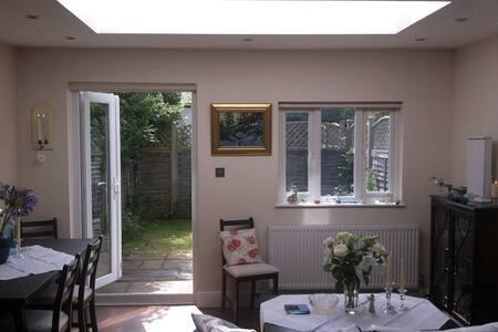 Beautiful 1 bed garden flat in Wimbledon - Londen