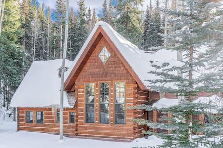 Alpha Lodge -  4BR House Just Off Slopes - Hot Tub
