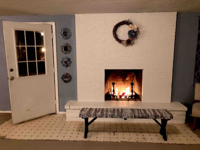 personal entry & fireplace