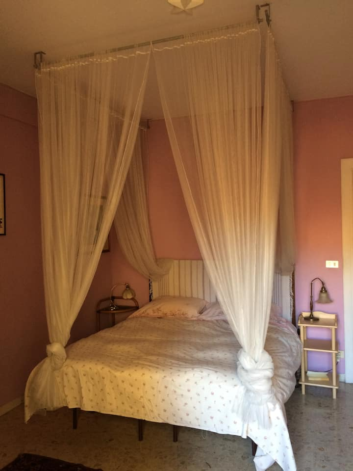 Trastevere room & private bathroom