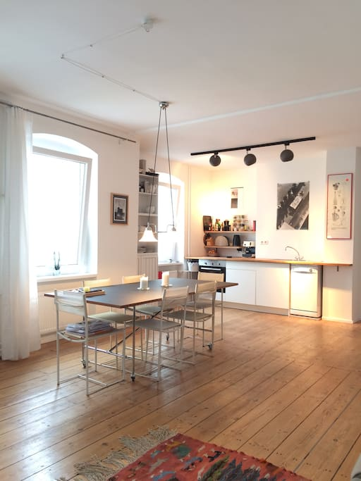 Living Room – 6 People Dining Table