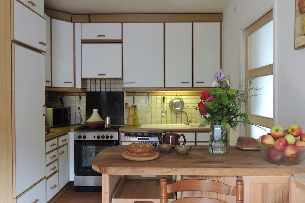 Fully-equipped shared kitchen
