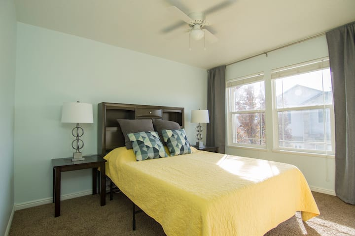 Best Located Townhome 3BD/2.5BR + W&D + 2carGarage