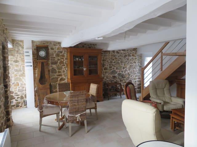 Maison typique du pays  à 2.5 km de la  plage