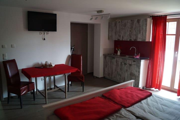 ENGLERTHOF Apartment Rot im Landhausstil Bayern