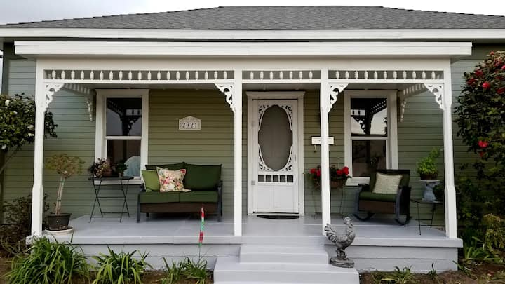 ☆☆COLONEL'S 1885 COTTAGE☆☆ 2bdrm next to ULV