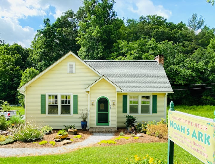 NEW LISTING: The Yellow House: Cozy Home in Town
