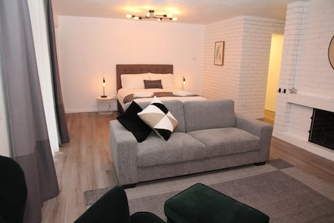 Modern, Stylish Studio Apartment in Jindalee