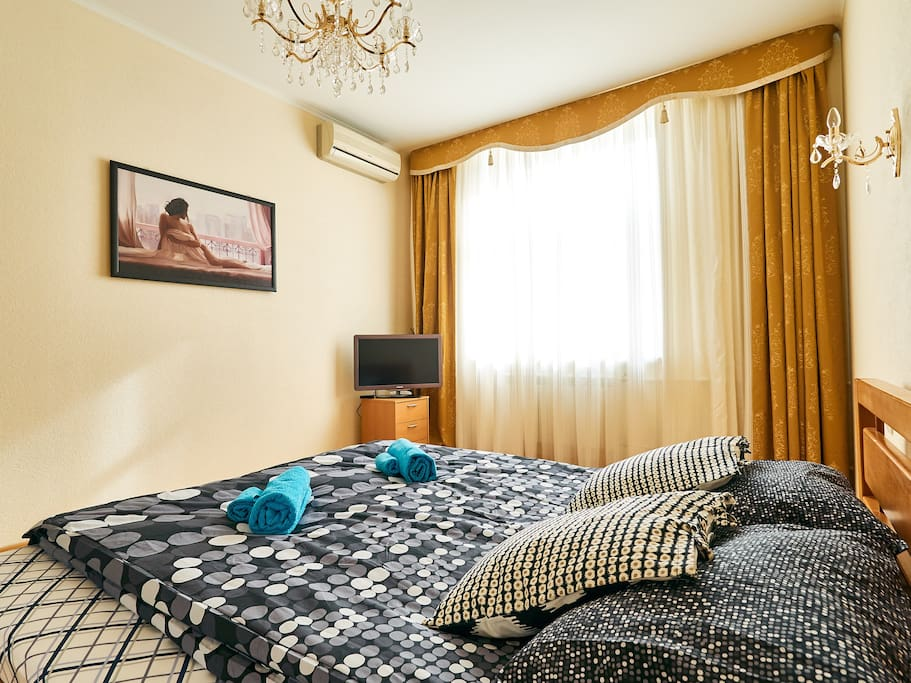 Big bedroom with super extra king size bed - very quiet as windows are to inyard