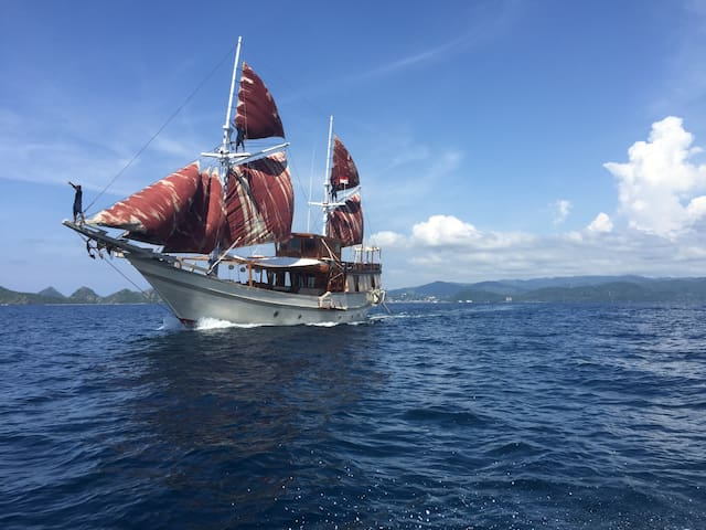 Komodo Sail Journey - 6 - 9 Persons
