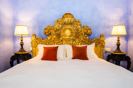 The Santiago Queen Bed