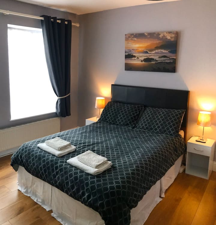 Luminous double room in the heart of Lahinch