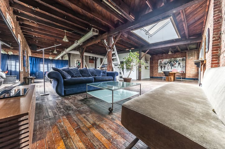 Huge loft close to downtown, UMB, stadiums - Baltimore - Loft