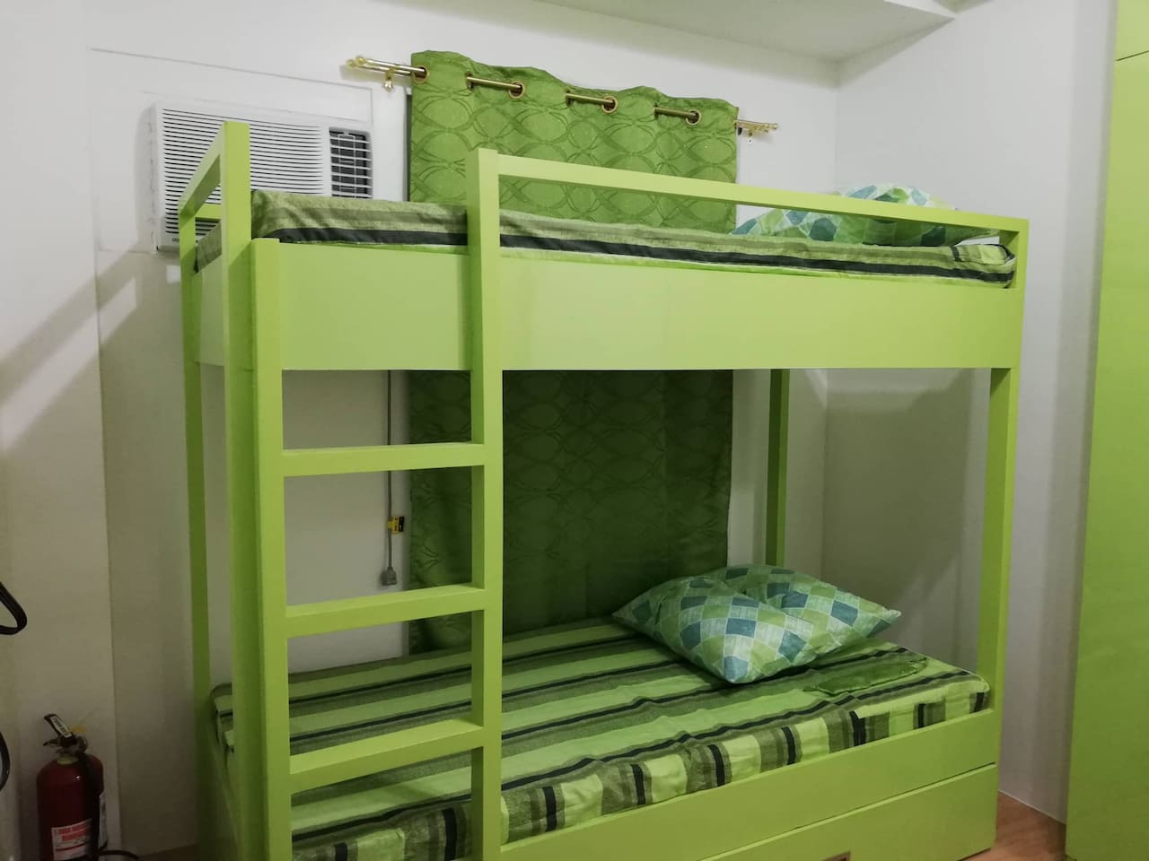 Double-deck with pull-out bed